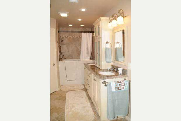 Bathroom remodels photo gallery dreammaker lubbock tx for Bath remodel lubbock