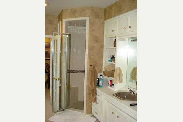 Before after bathroom photos dreammaker lubbock for Bath remodel lubbock